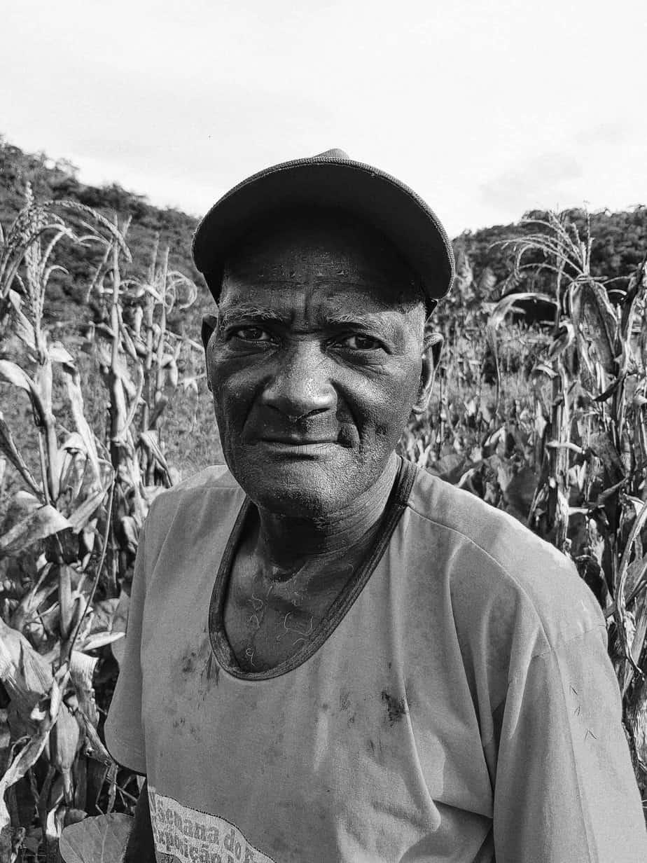 Foto de um agricultor brasileiro
