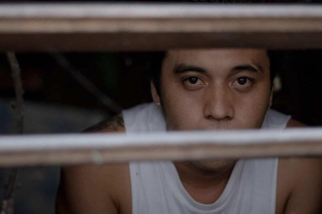 O preso por pensão alimentícia tem direito a cela separada dos presos comuns.